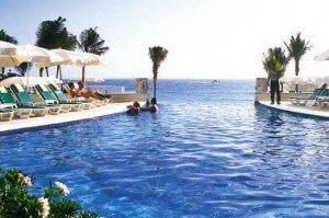 RIU Cancun swimming pool